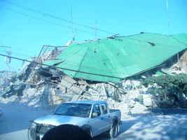 Hay decenas y decenas de edificaciones como estas, donde nada se ha rescatado.